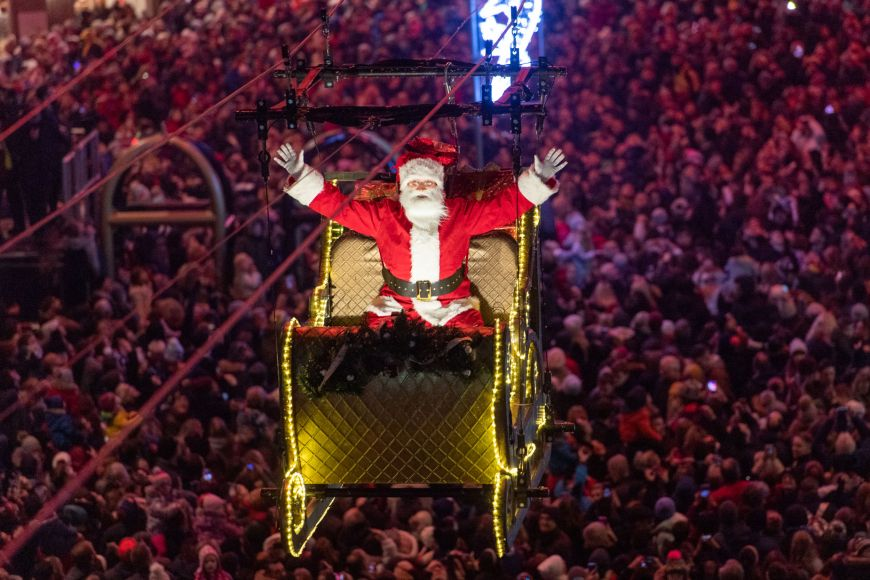 Santa's sleigh at Edinburgh's Christmas Light Night 2019